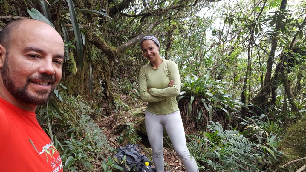 Eu e a Michelle na trilha do Garuva