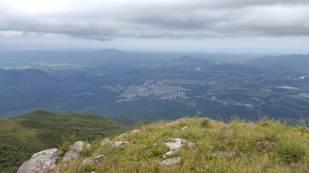 Cidade de Garuva visto da primeira janela da trilha.