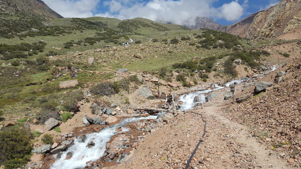Travessia do rio antes de chegar no acampamento de Veguitas.