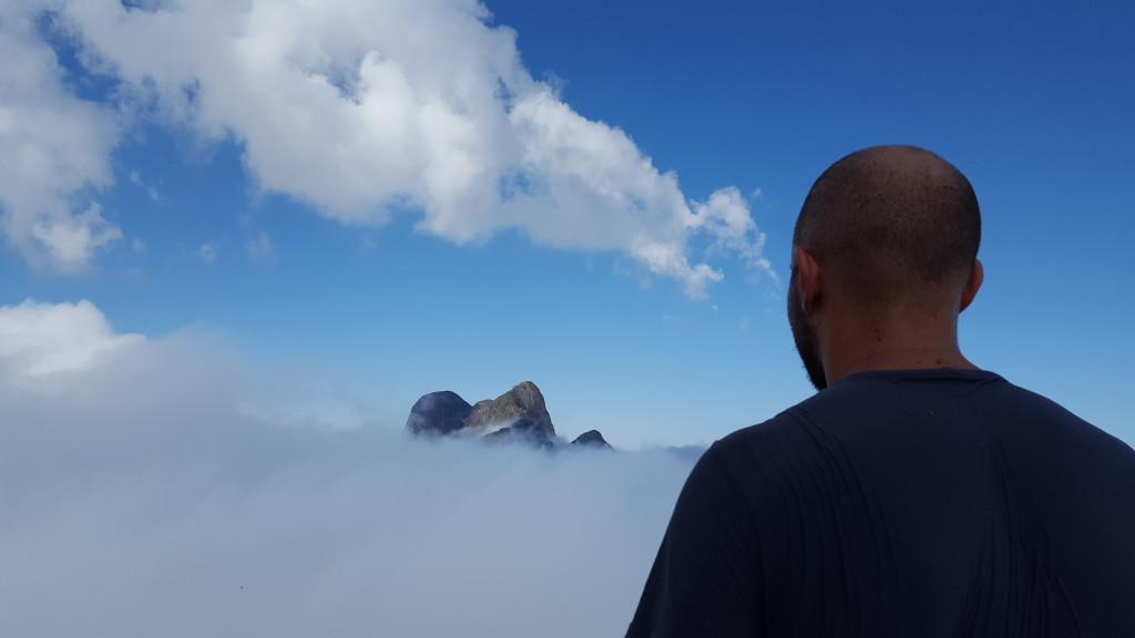 Pico Paraná visto do cume do Serro Verde.