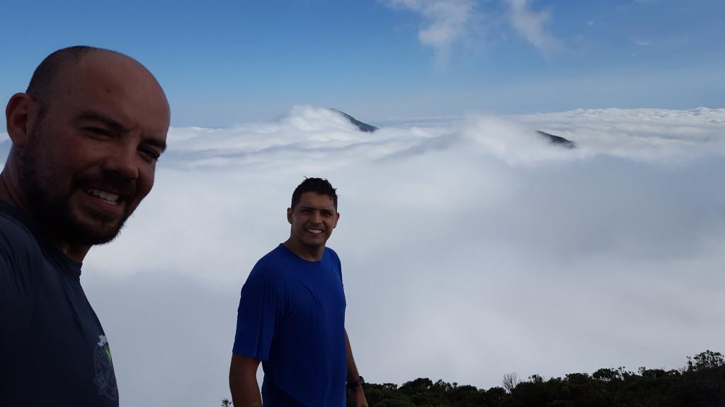 Cume do Serro Verde, ao fundo o Ciririca meio escondido atrás das nuvens.