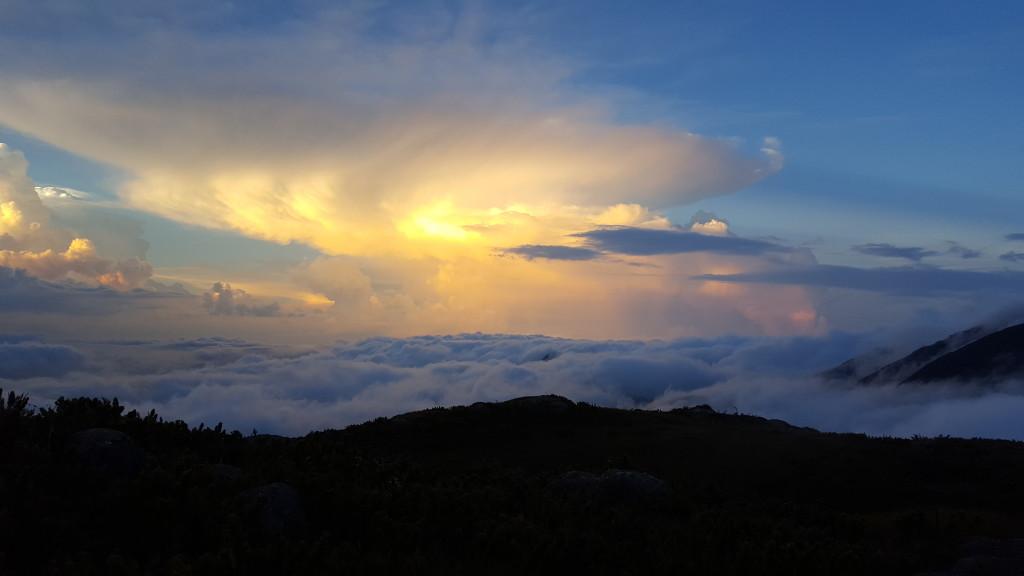 Final de tarde do cume do Tucum.