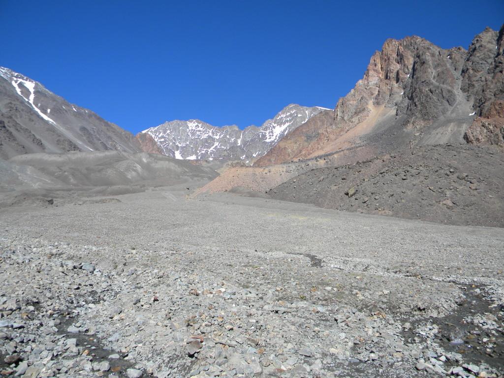 Vale de pedras que dá acesso ao acampamento de Piedra Grande.