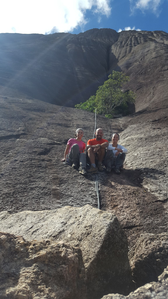 Carol, Natan, Michelle e a Pedra Riscada.
