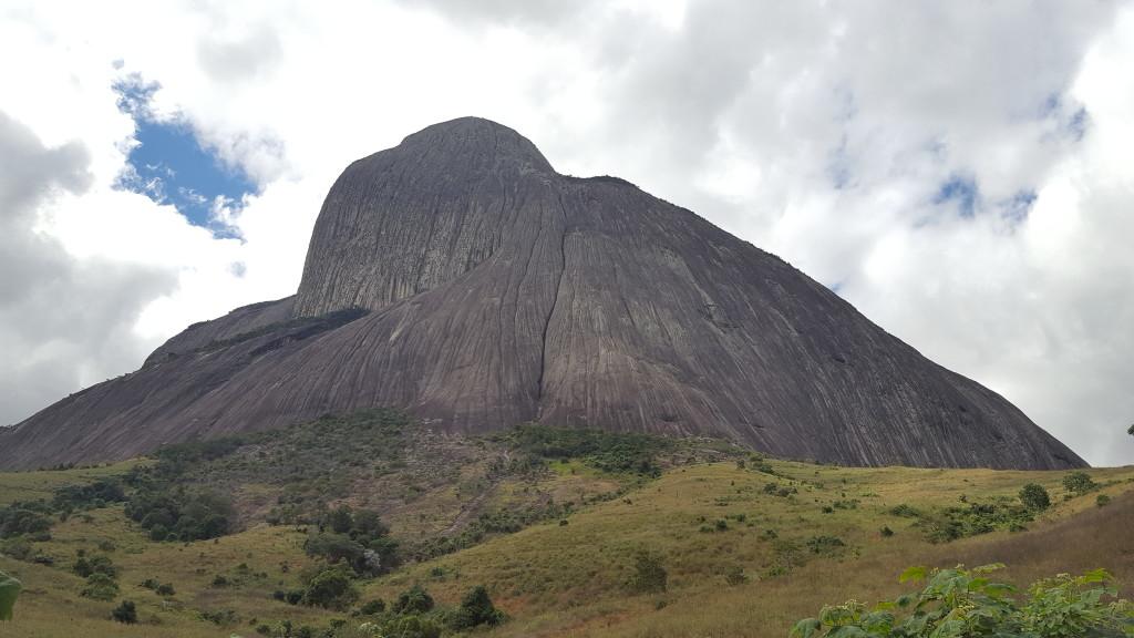 Pedra Riscada, pessoalmente ela é gigantesca.