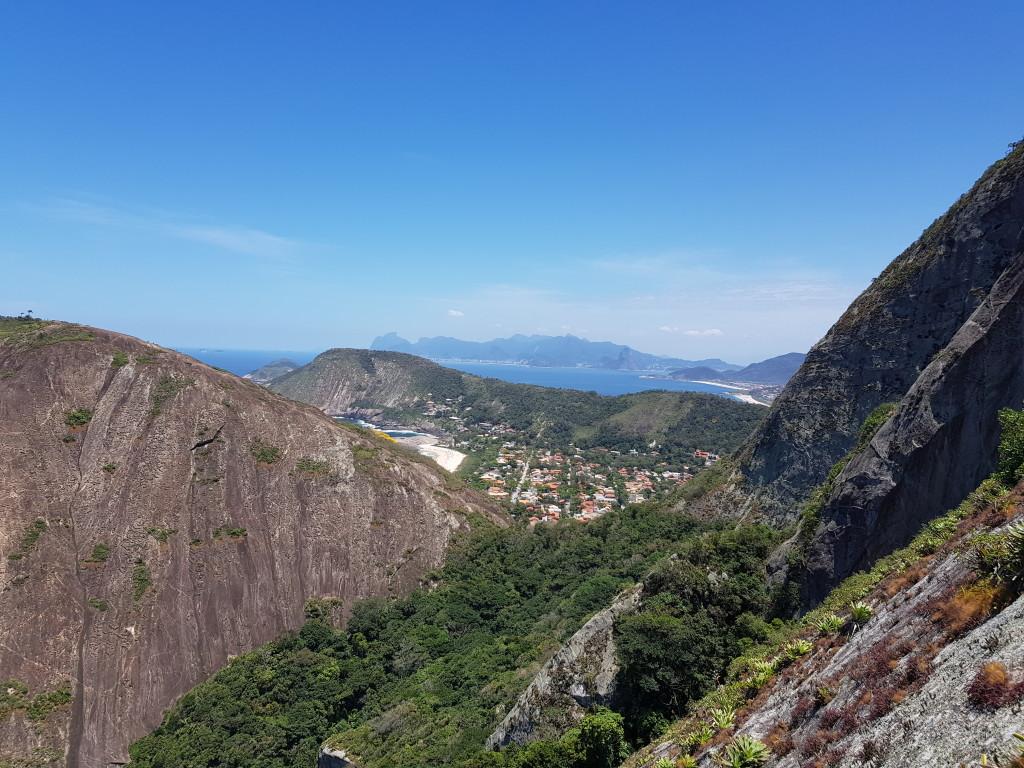 Rio de Janeiro ao fundo.