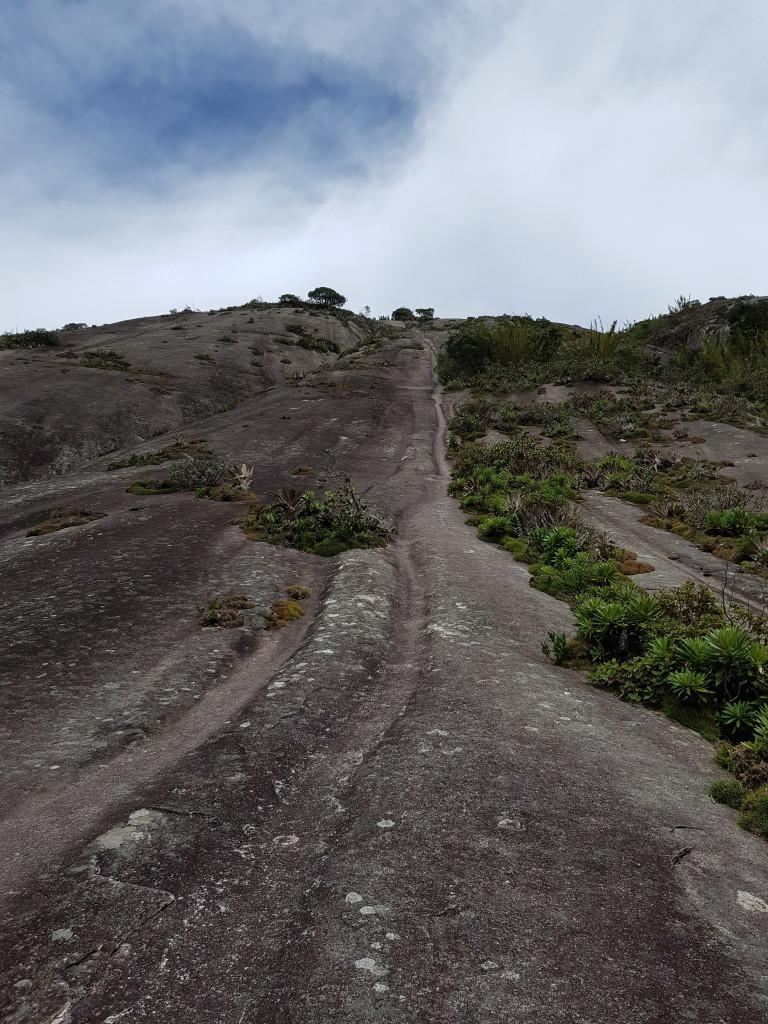 Inicio da escalada da Pedra Azul.